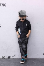 男童黑色夹克